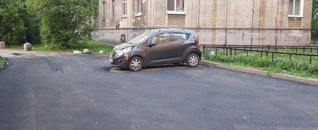 Питерские дорожники не стали заморачиваться (2 фото)