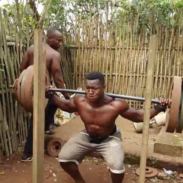 Парень из Ганны собрал самодельный тренажерный зал (16 фото + 2 видео)