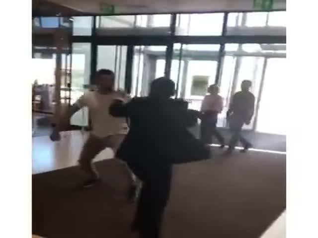 Драка воров с охранниками в рязанском торговом центре