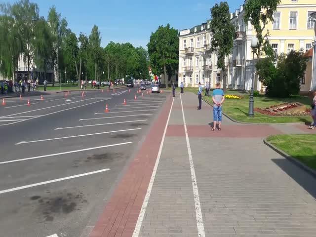 Мастерство маневрирования в исполнении белорусского ГАИшника