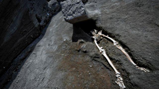 В Помпеях нашли останки мужчины, пережившего извержение вулкана (4 фото)