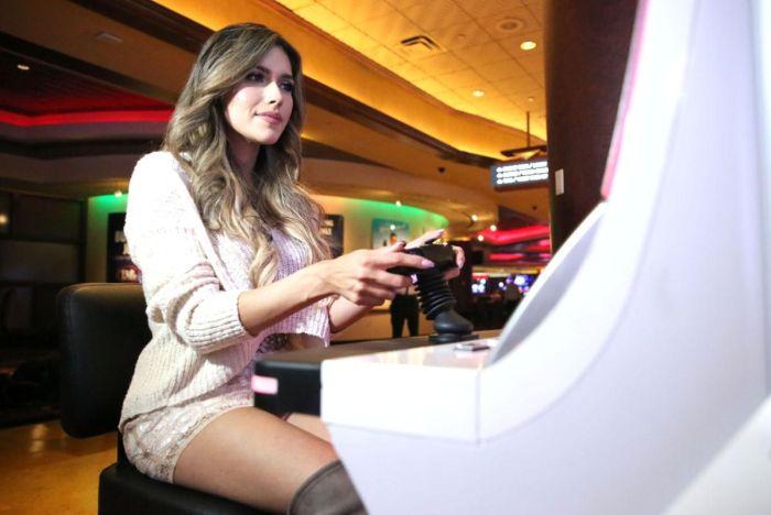 Самые известные девушки-геймеры (10 фото)