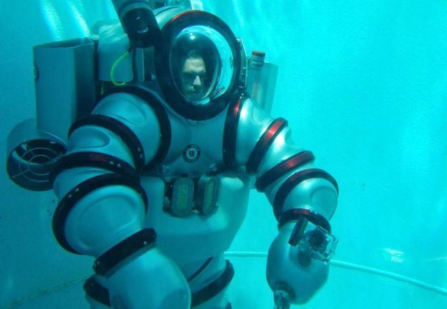 Может ли человек выжить на глубине 700 метров? (8 фото)