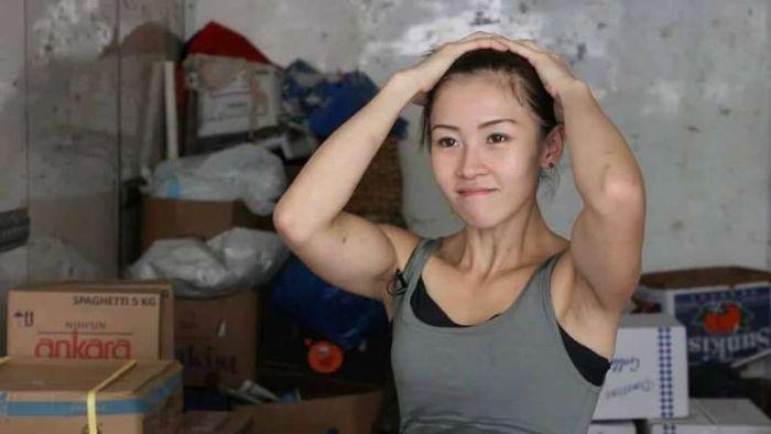 Угадайте, кем работает эта девушка? (14 фото)