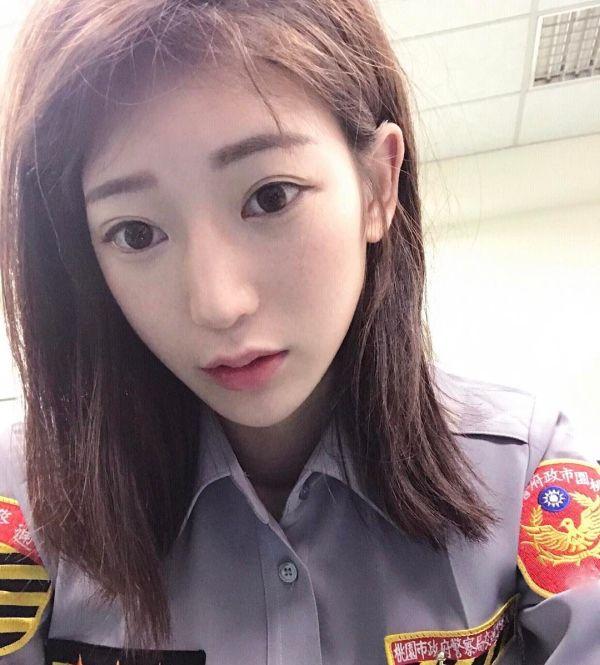 Милая сотрудница дорожной полиции Тайваня (21 фото)