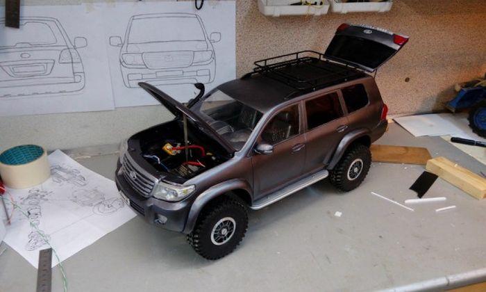 Внедорожник Toyota Land Cruiser 200 своими руками (20 фото)