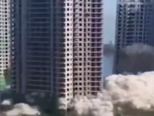 Китайцы одновременно подорвали несколько 30-этажек
