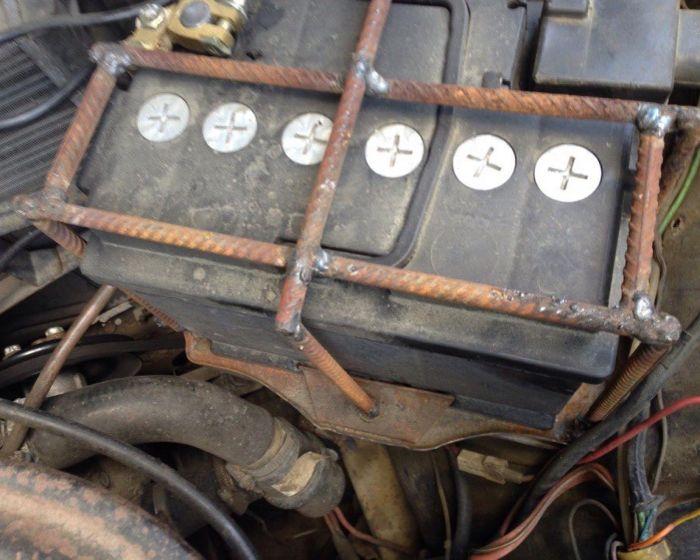 Когда аккумулятор стоит дороже, чем вся машина (3 фото)