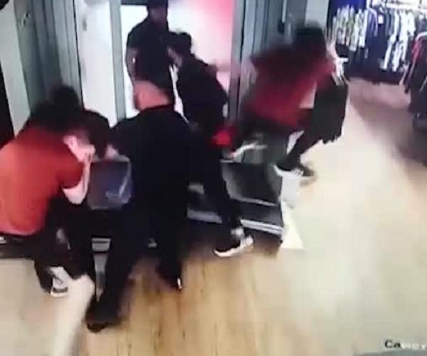 Массовая драка в московском магазине Adidas