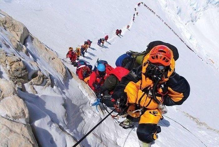 Как Эверест превращается в свалку (12 фото)