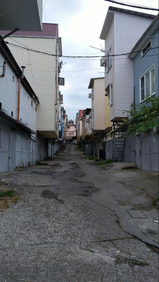 Многоэтажные сочинские гаражи (8 фото)