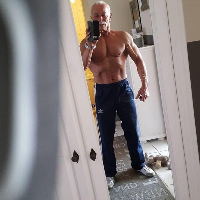 Хайнц Вернер Бонгард - 74-летний бодибилдер из Германии (12 фото)