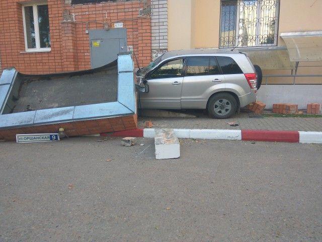 Последствия одной аварии в Смоленске (4 фото)