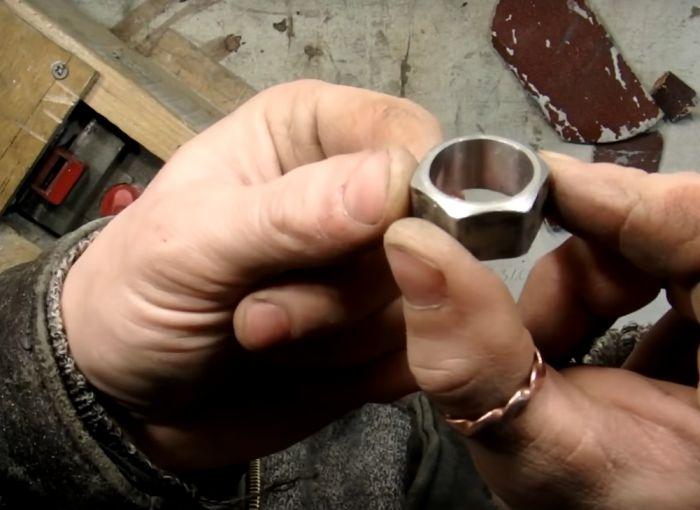 Изготовление кольца из гайки (16 фото)