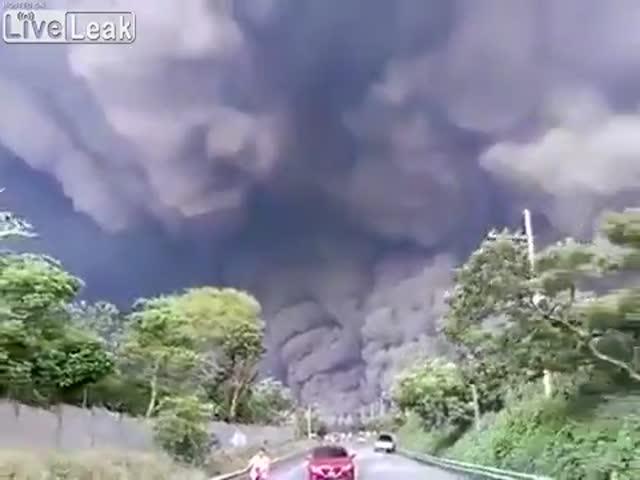 Извержение вулкана Фуэго