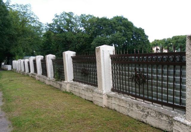 Напечатанный забор в Нальчике (5 фото)