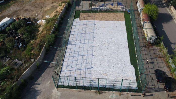 Чем заполнена эта спортивная площадка? (5 фото)