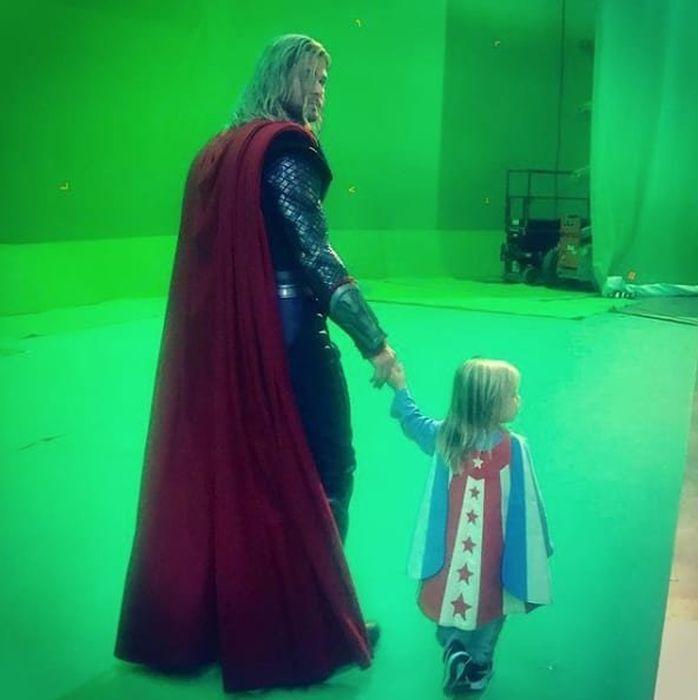 Фото со съемочных площадок студии Marvel (35 фото)