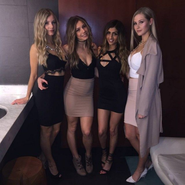 Фигуристые девушки в обтягивающих платьях (33 фото)