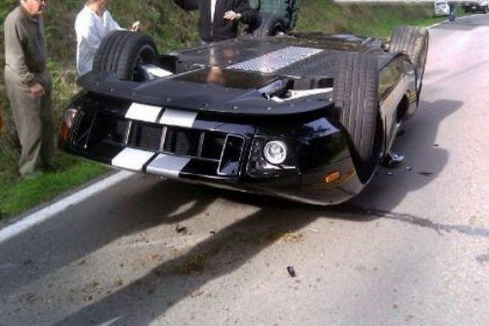Разбитые суперкары и дорогие автомобили 30 фото)