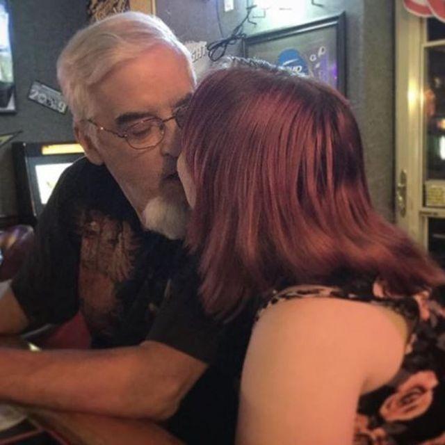 Первым мужчиной 22-летней девушки стал 64-летний пенсионер (5 фото)