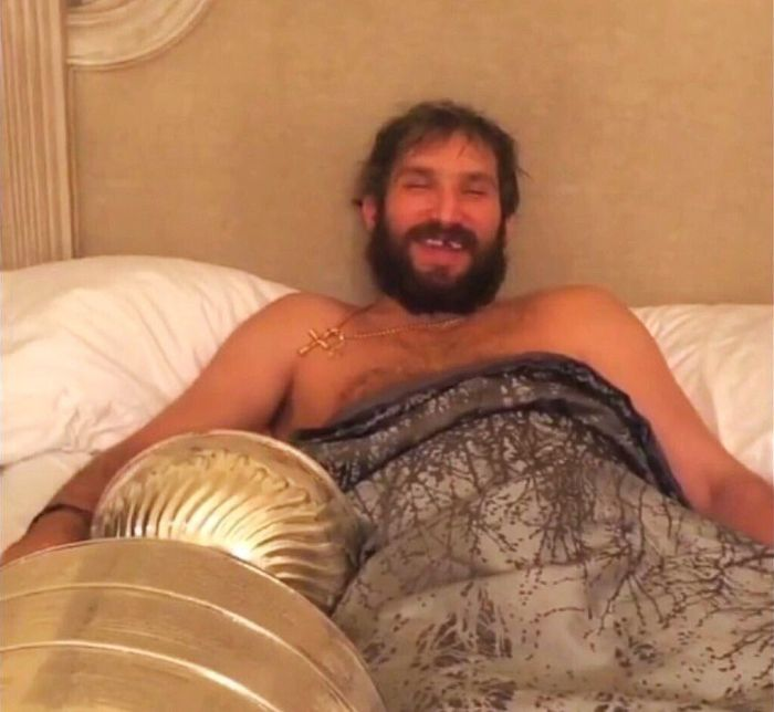 Александр Овечкин с самым дорогим, что у него есть (3 фото)
