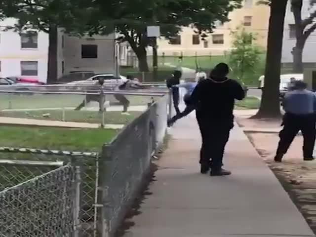 Парень ловко убегает от полиции