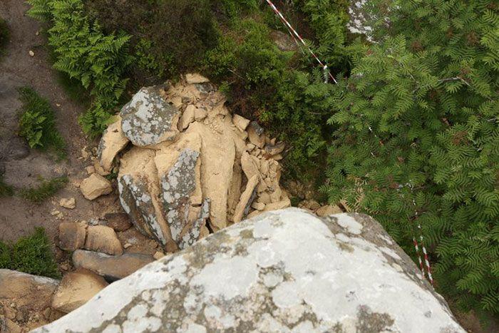 Подростки-вандалы уничтожили одну из достопримечательностей Англии (16 фото)