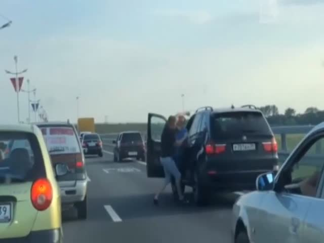 Обочечник обиделся на водителя BMW X5