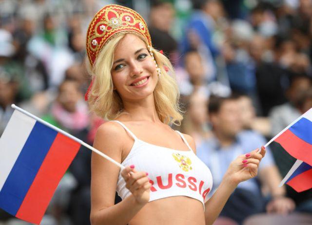 Самая красивая российская болельщица - звезда фильмов для взрослых Наташа Немчинова (3 фото)