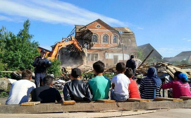 В Туле продолжается освобождение незаконно занятой цыганами земли (10 фото + 2 видео)