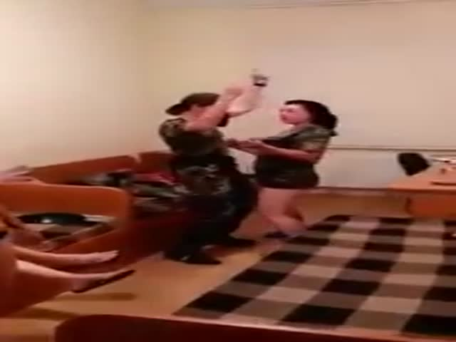 Сексуальные танцы украинских пограничниц взорвали сеть