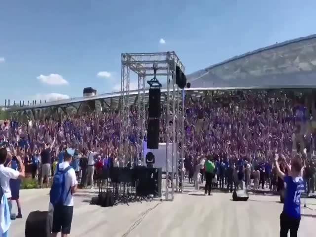 """Знаменитое """"Ху!"""" от 30 тысяч исландцев"""