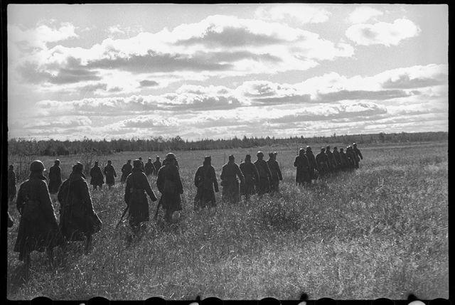 Малоизвестные фронтовые фото Олега Кнорринга (21 фото)