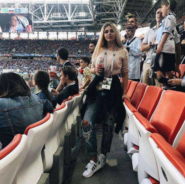 Симпатичные девушки на ЧМ по футболу 2018 (25 фото)