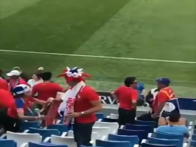 Болельщики из Панамы после проигрыша их команды со счетом 6:1
