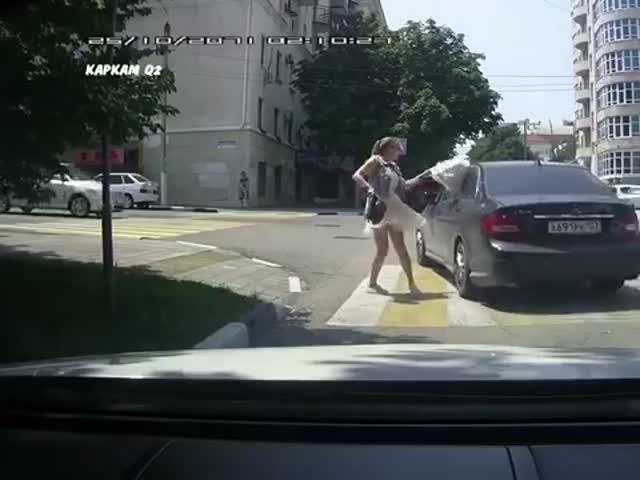 Не стоит сигналить суровой русской девушке