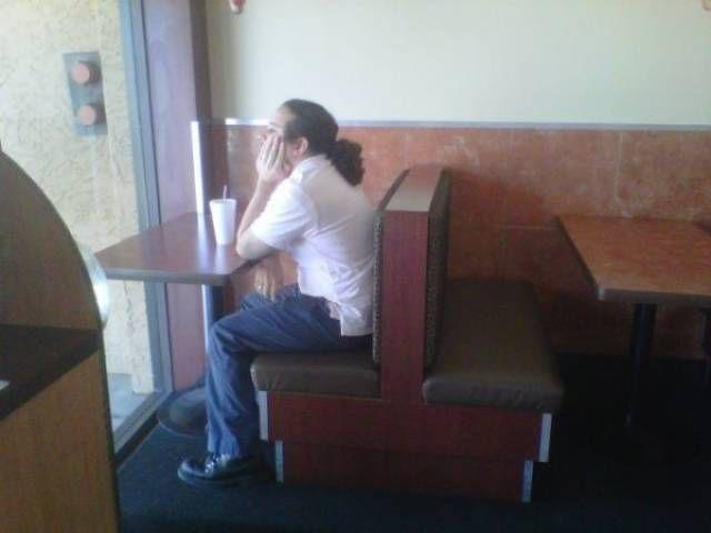 Одинокие люди (25 фото)
