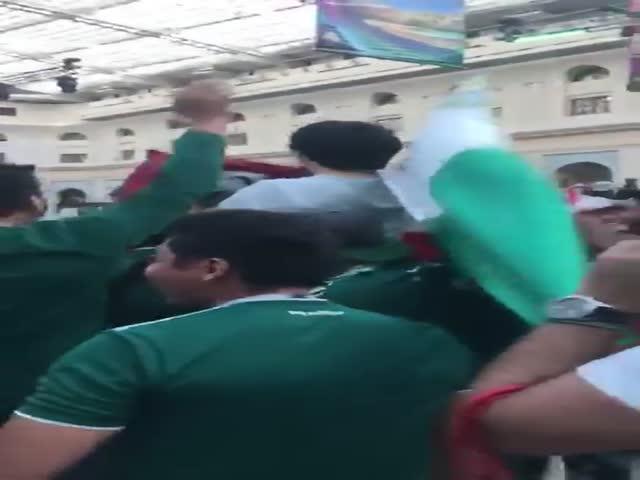 Мексиканские фанаты набросились на корейца после поражения Германии