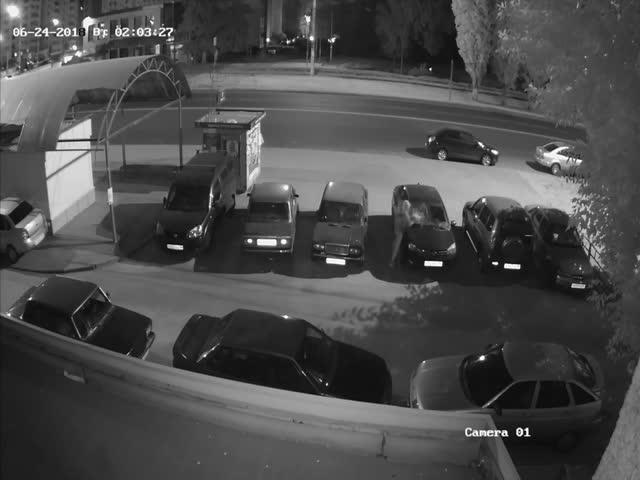 Неадекватный вор украл из автомобиля видеорегистратор