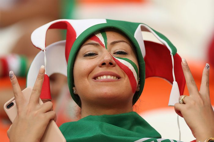 Симпатичные болельщицы из Ирана (12 фото)