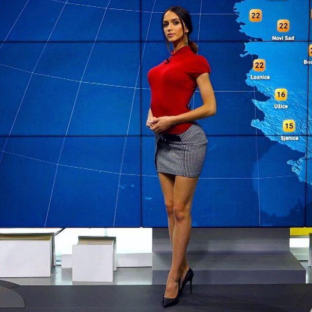 Очаровательная телеведущая с необычным хобби (3 фото + 3 видео)