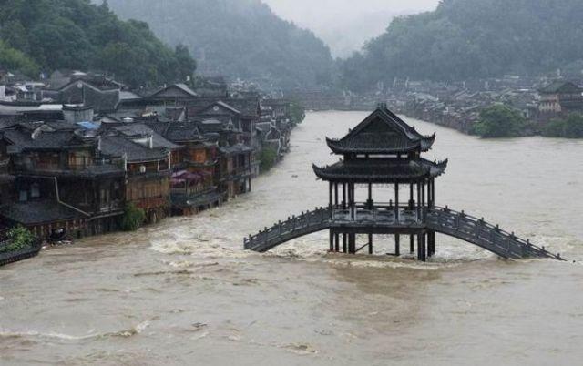Наводнение в Китае уничтожило подпольный майнинг-центр (2 фото)