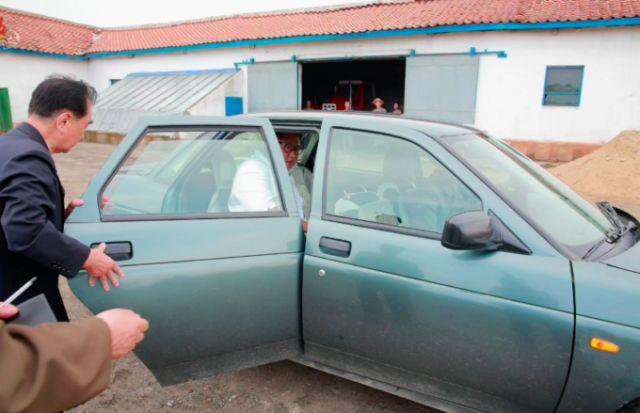 Ким Чен Ын приехал на военную базу на Lada Priora (3 фото)