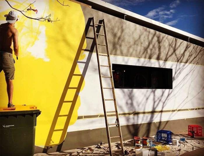 Преображение стены здания за три дня (10 фото)