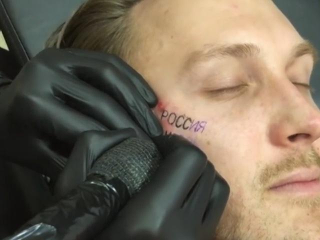 Рэпер T-killah сделал на спор тату на лице после победы сборной России