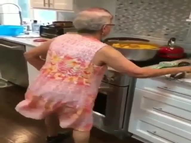 Когда бабуля приняла не те таблетки
