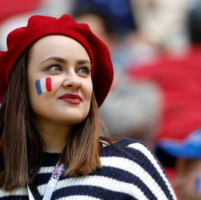 Привлекательные болельщицы из Франции (19 фото)