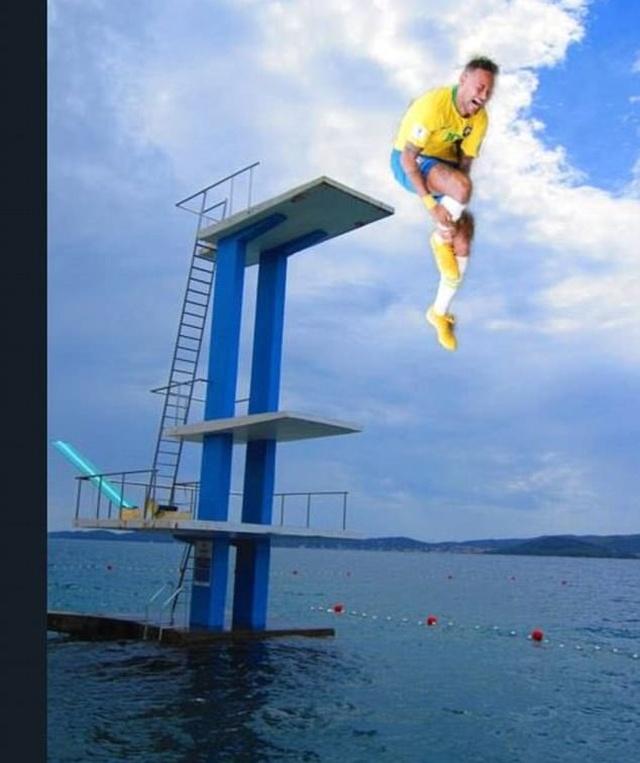 Неймар вновь стал героем мемов из-за симуляции на поле (2 видео + 9 фото)