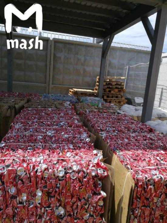 Со стадионов ЧМ 2018 уже было вывезено 220 тонн мусора (3 фото)